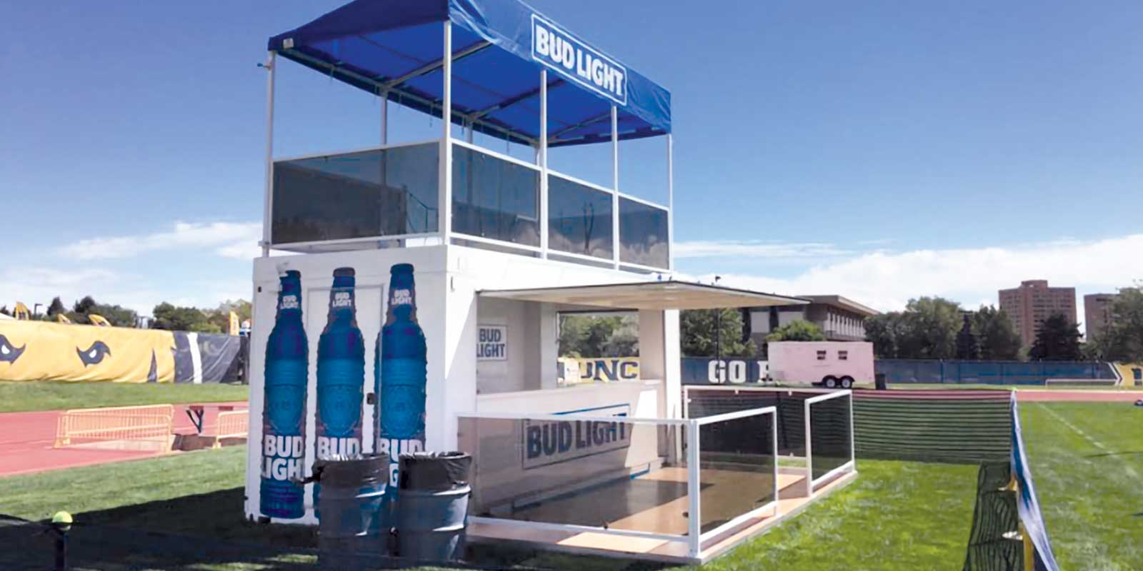 20' CONTAINER WITH ROOFTOP DECK / BAR
